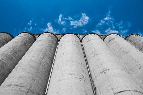 lookiing-at-silos